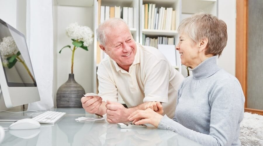 בדקו עכשיו אם מגיע לכם החזר מס לגמלאים!